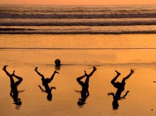 Fotografía homenaje a los 4 niños asesinados en la playa de Gaza
