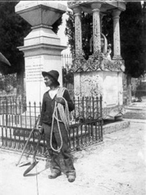 Enterrador-oficios-no-existen