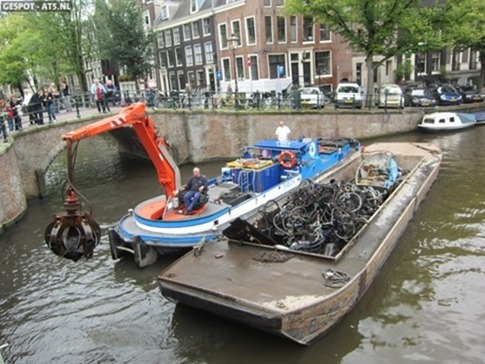 rescatadores-bicicletas-holanda-canales