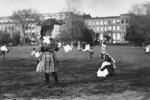 Fotografías de niños jugando a lo mismo en el S.XIX y ahora ceslava 6