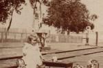 Fotografías de niños jugando a lo mismo en el S.XIX y ahora ceslava 41