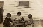 Fotografías de niños jugando a lo mismo en el S.XIX y ahora ceslava 61