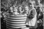 Fotografías de niños jugando a lo mismo en el S.XIX y ahora ceslava 46