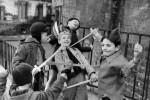 Fotografías de niños jugando a lo mismo en el S.XIX y ahora ceslava 53