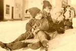 Fotografías de niños jugando a lo mismo en el S.XIX y ahora ceslava 60