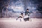 Fotografías de niños jugando a lo mismo en el S.XIX y ahora ceslava 79