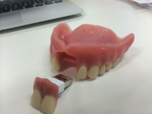 dentadura postiza USB